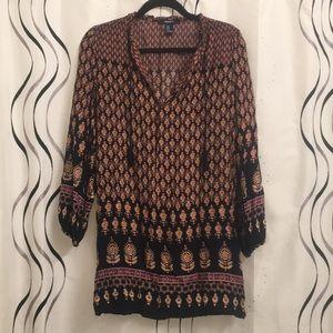 Dresses & Skirts - Patterned flowy dress